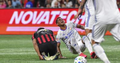 FC Cincinnati midfielder Allan Cruz (8) reacts as he collides with Atlanta United defender Anton Walkes (4) during the second half at Mercedes-Benz Stadium.
