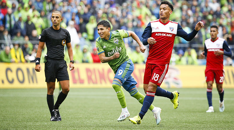 Seattle Sounders forward Raul Ruidiaz (9) shoots at goal against FC Dallas during the first half at CenturyLink Field, as Nima Saghafi and FC Dallas midfielder Brandon Servania (18) look on.