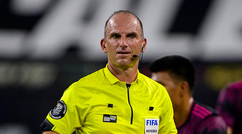 Ted Unkel refereeing Mexico's friendly against Iceland